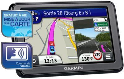 GPS GARMIN Nüvi 2595LM WE Cartes Gratuit + Etui GARMIN Housse universelle 5'' + Support GARMIN Disques autocollants (lot