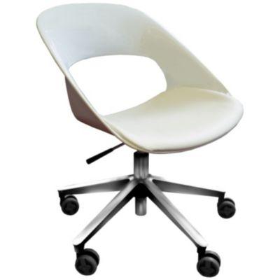 Papier peint chaise en bois avec lampadaire faire face à un mur blanc