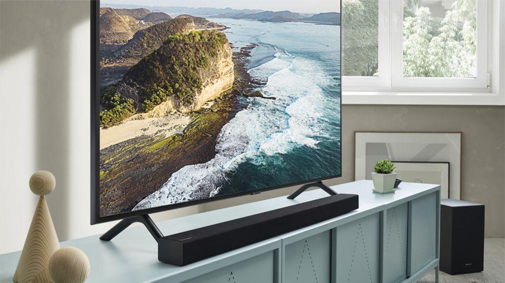TV Samsung UHD 4K avec une barre de son