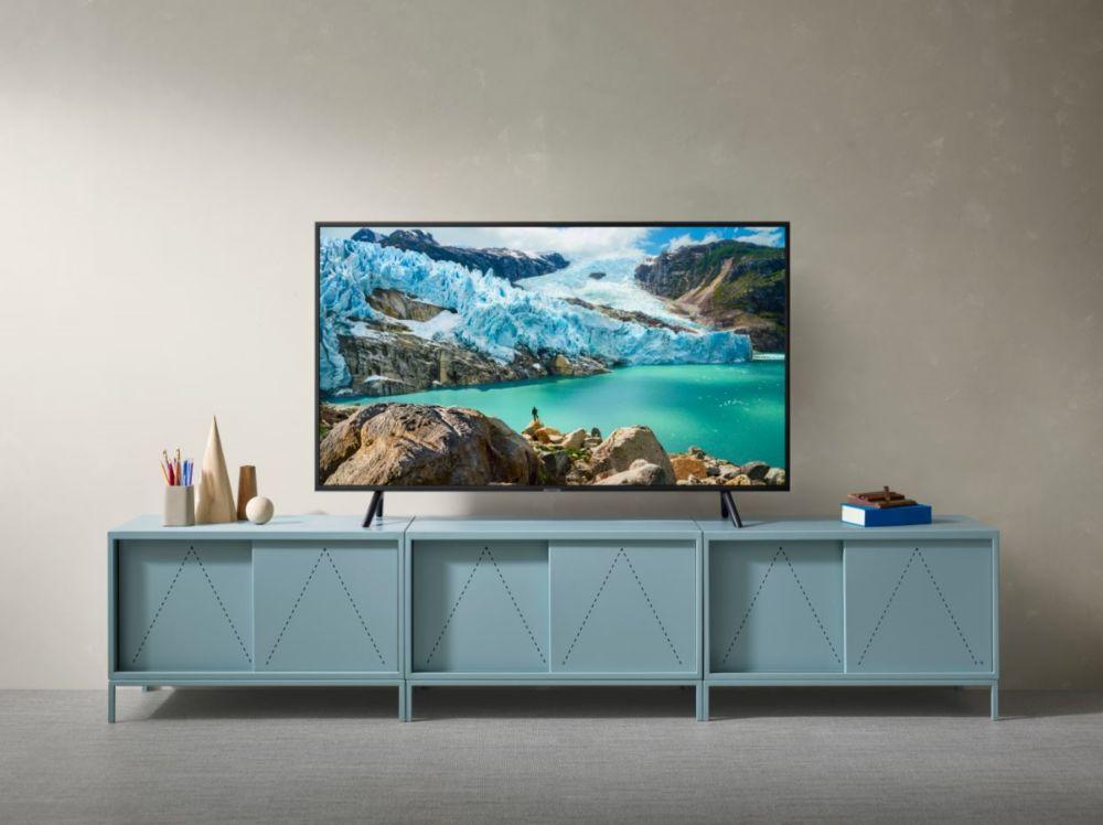 tv-samsung-4k-uhd-dans-un-salon