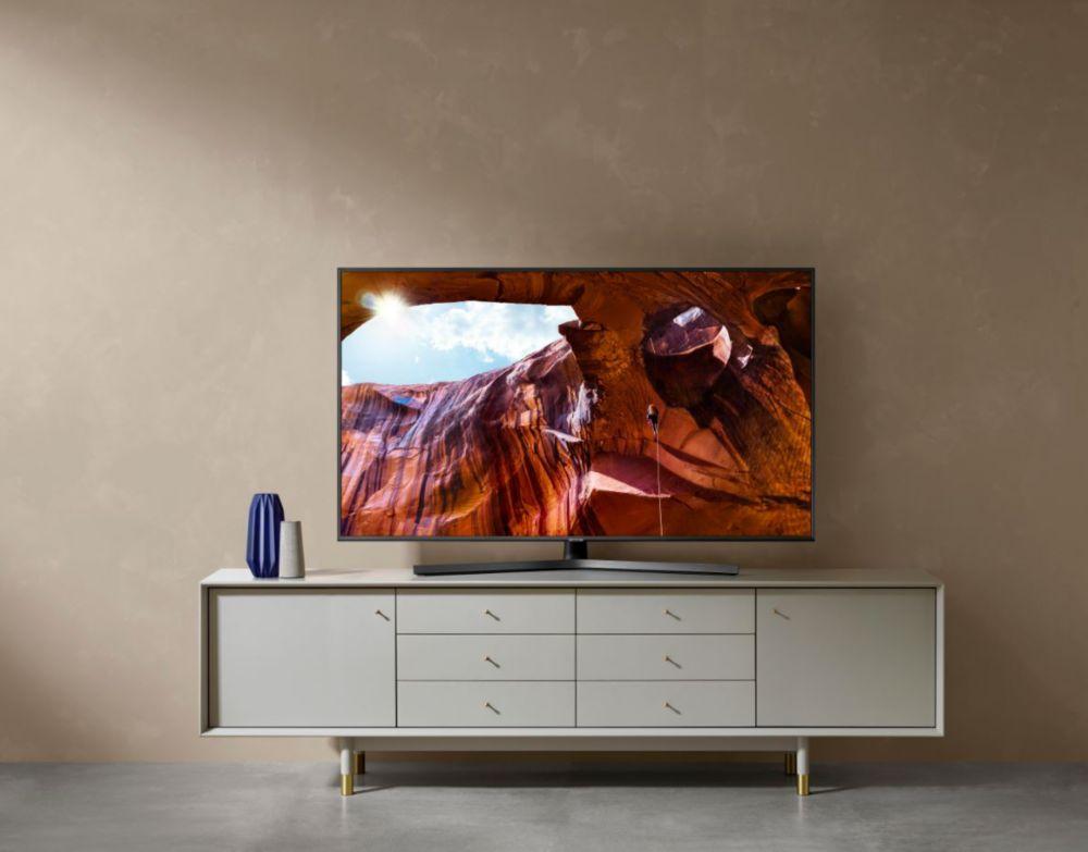 TV Samsung 4K UHD au sein d'un salon