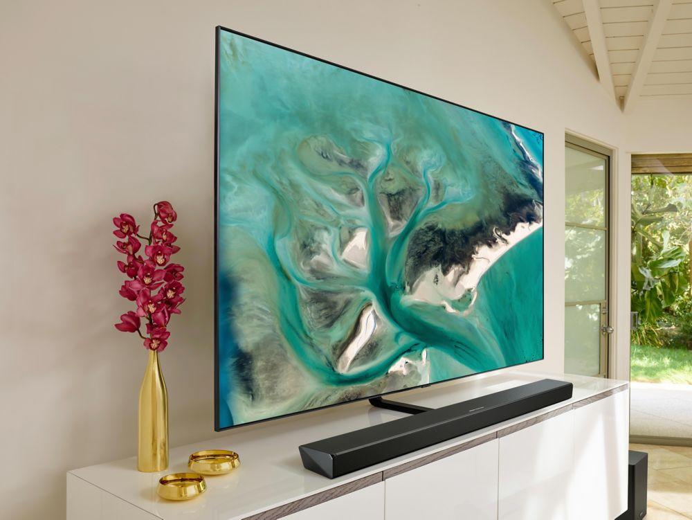 Barre de son Samsung Q70R sous un TV